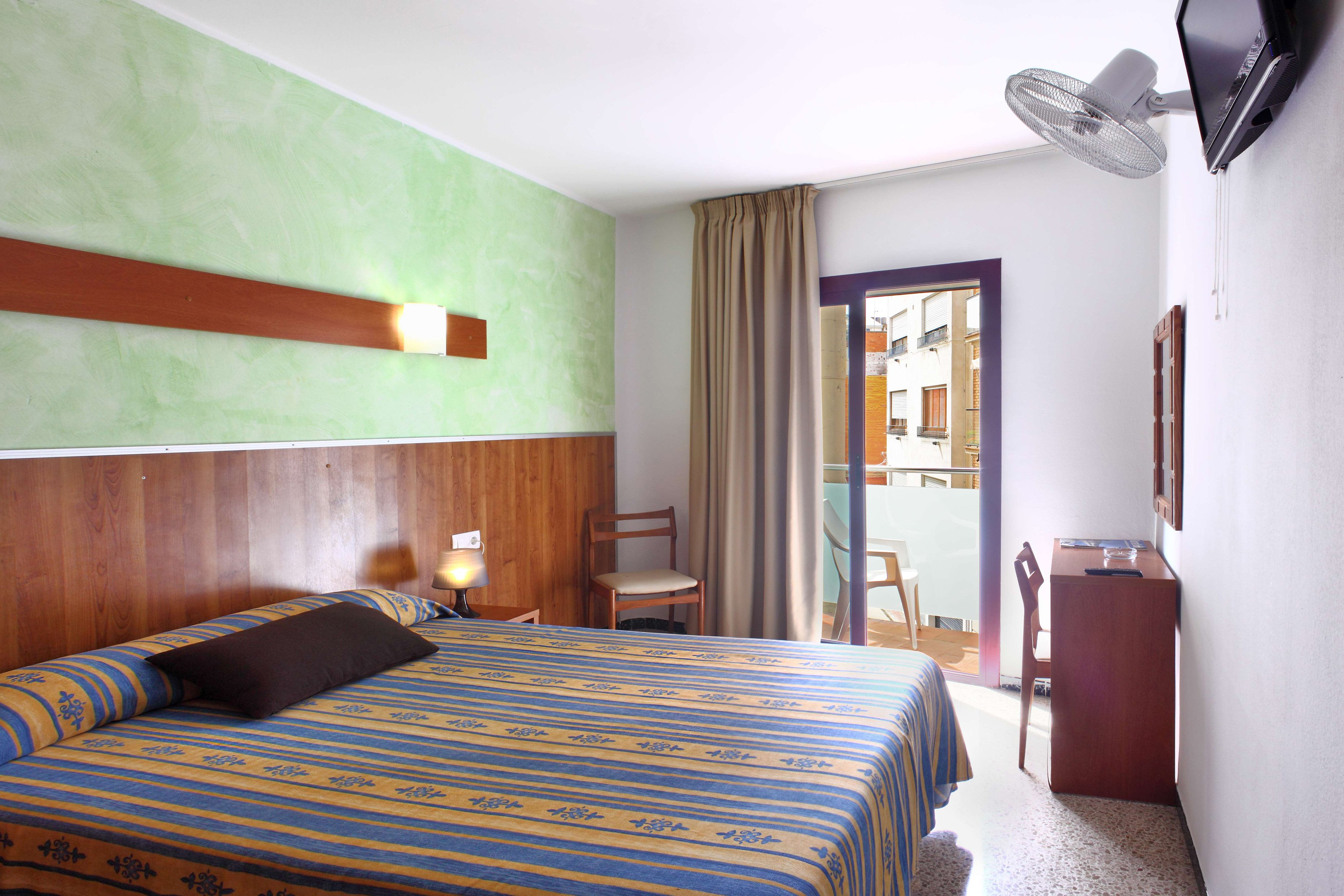 Double Room with Balcony and Private Bathroom 0