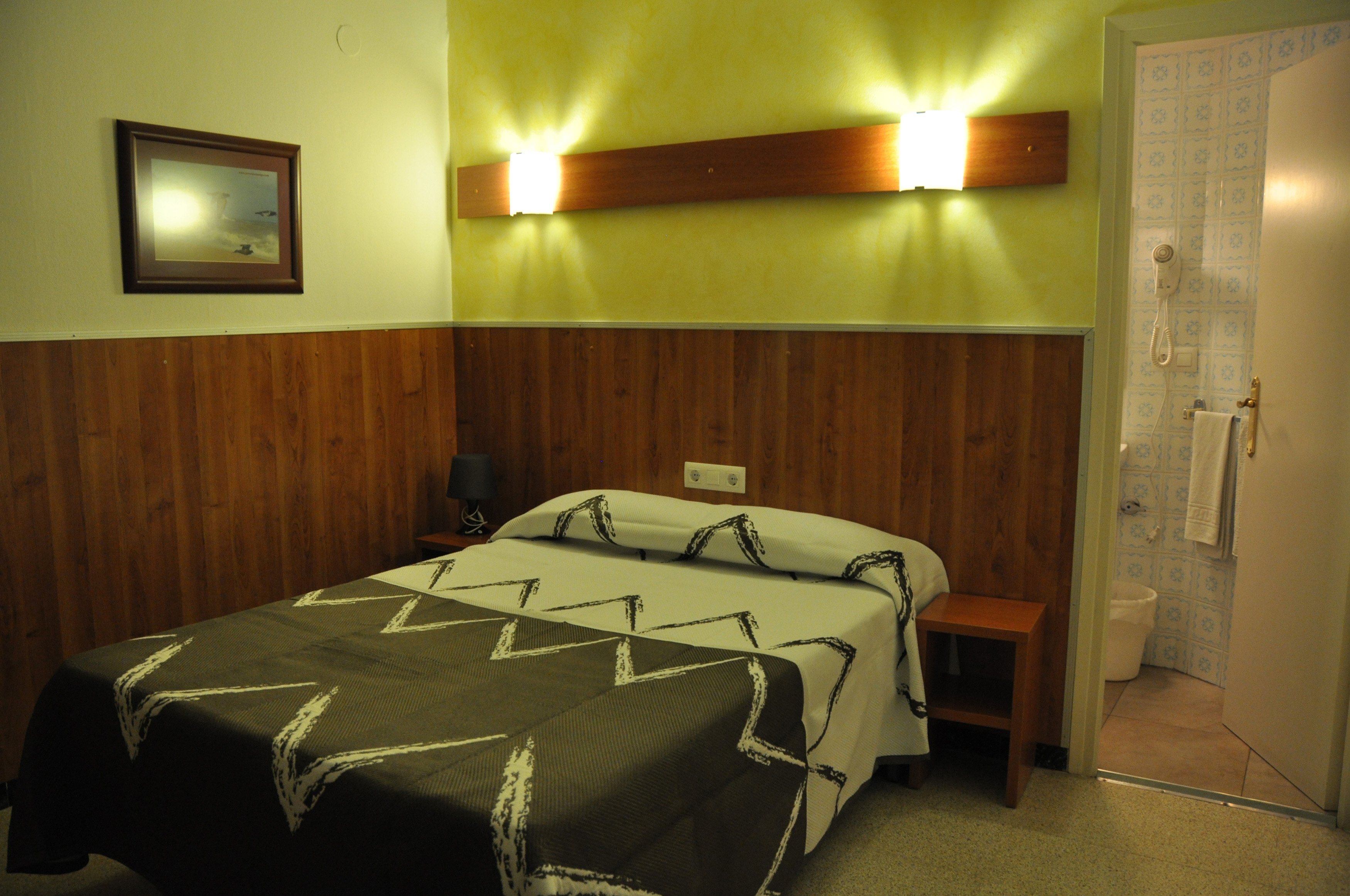Double Room (indoor) with Private Bathroom 1